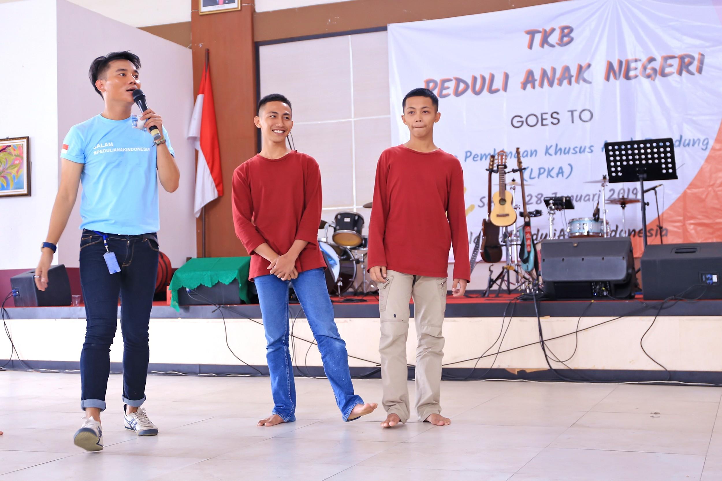 Kunjungan relawan Yayasan Trikusuma Bangsa di Lembaga Pembinaan Khusus Anak (LPKA) Sukamiskin di Bandung, Jawa Barat, 28 Januari  2019 - nalar.id
