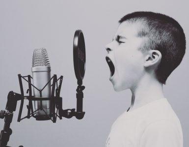 Ilustrasi menyanyi rekaman - nalar.id