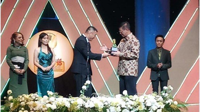 Penyerahan penghargaan Best ASEAN Economic Community Song di Thailand, Minggu (24/2) - nalar.id
