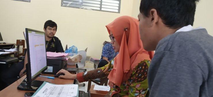 siswa mendaftar sekolah - nalar.id