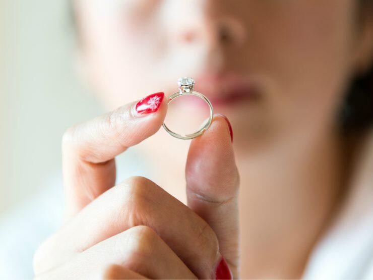 Ilustrasi perhiasan - nalar.id