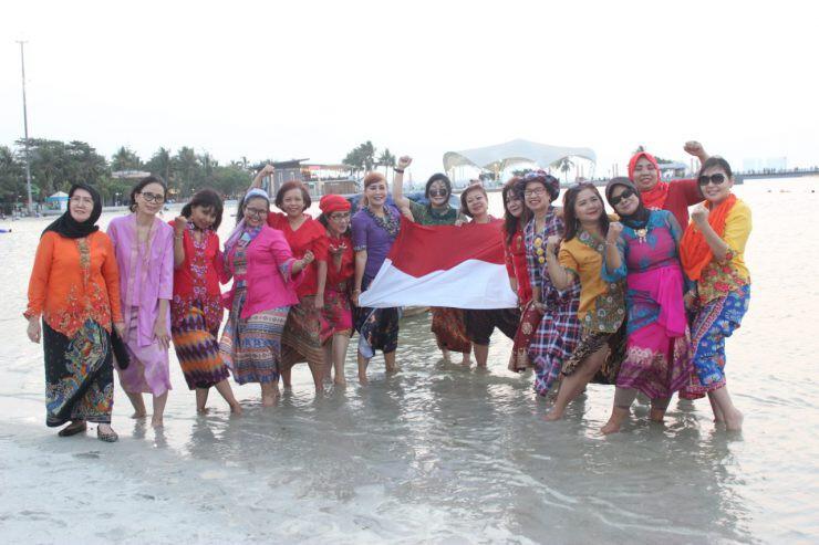 kebaya dan kain tradisional Sisca Rumondor - nalar.id