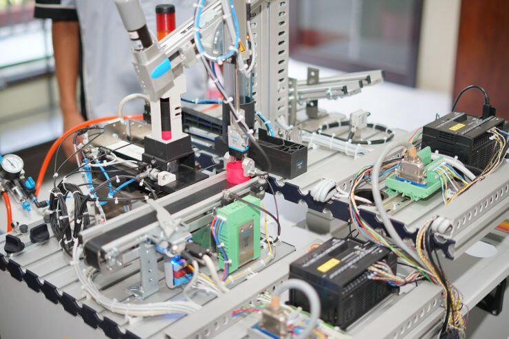 industri elektronika - nalar.id