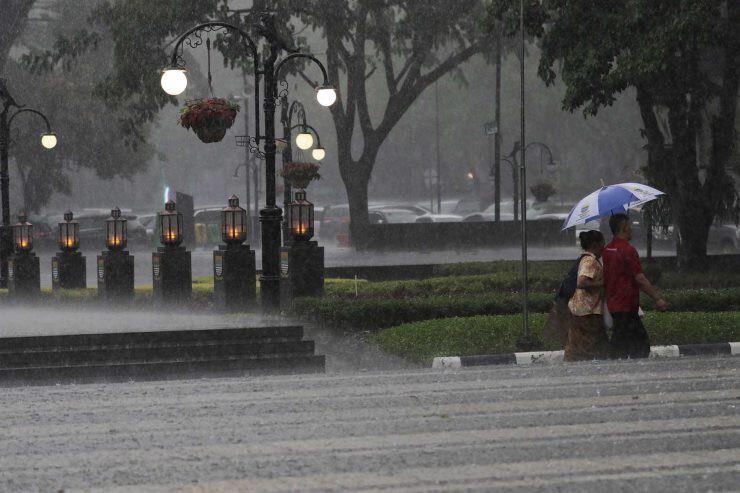 hujan Jakarta - nalar.id