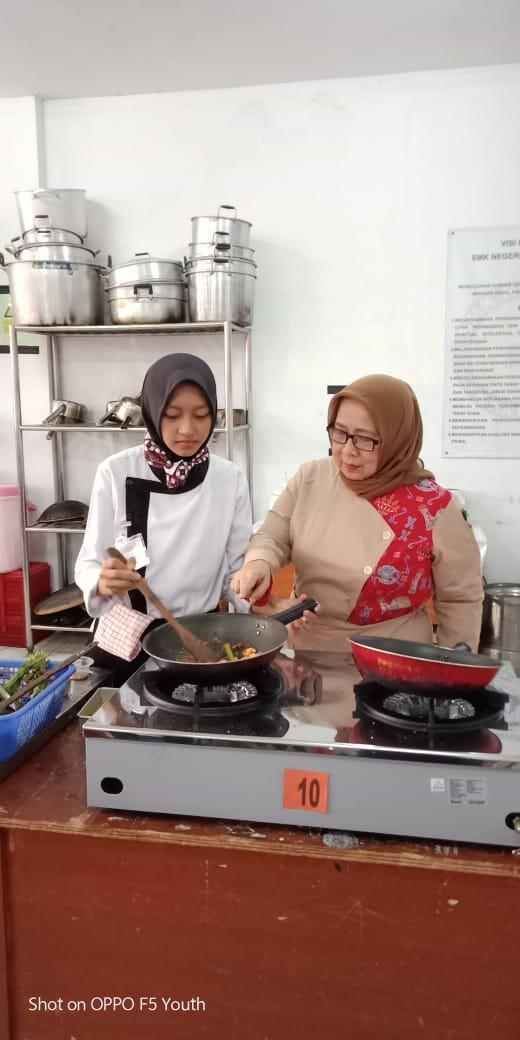 Siswaty Elfin Bachtiar Bolu Batik - nalar.id